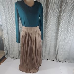 Long brown pleated skirt